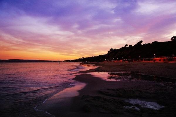 絵になる夕暮れの浜辺